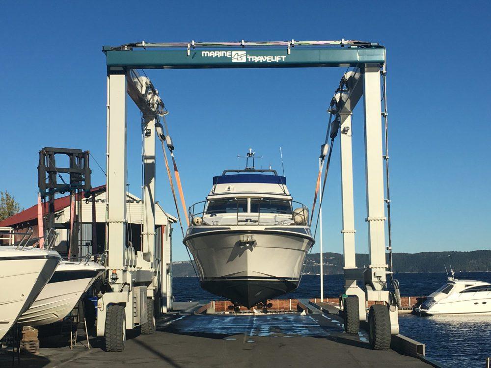 Båten på land for inspeksjon