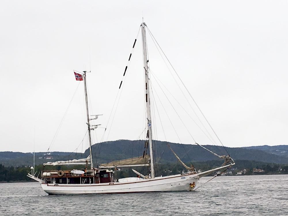 Vega på vei inn Oslofjorden